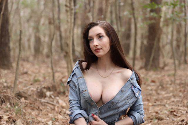 abbyopel-16-03-2021-2056237562-Time-for-a-little-walk-in-the-woods-Only-Leaks2-on-TG