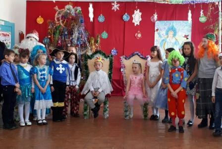 В МОУ Новоберезовской ООШ им. Маркидонова прошли новогодние мероприятия