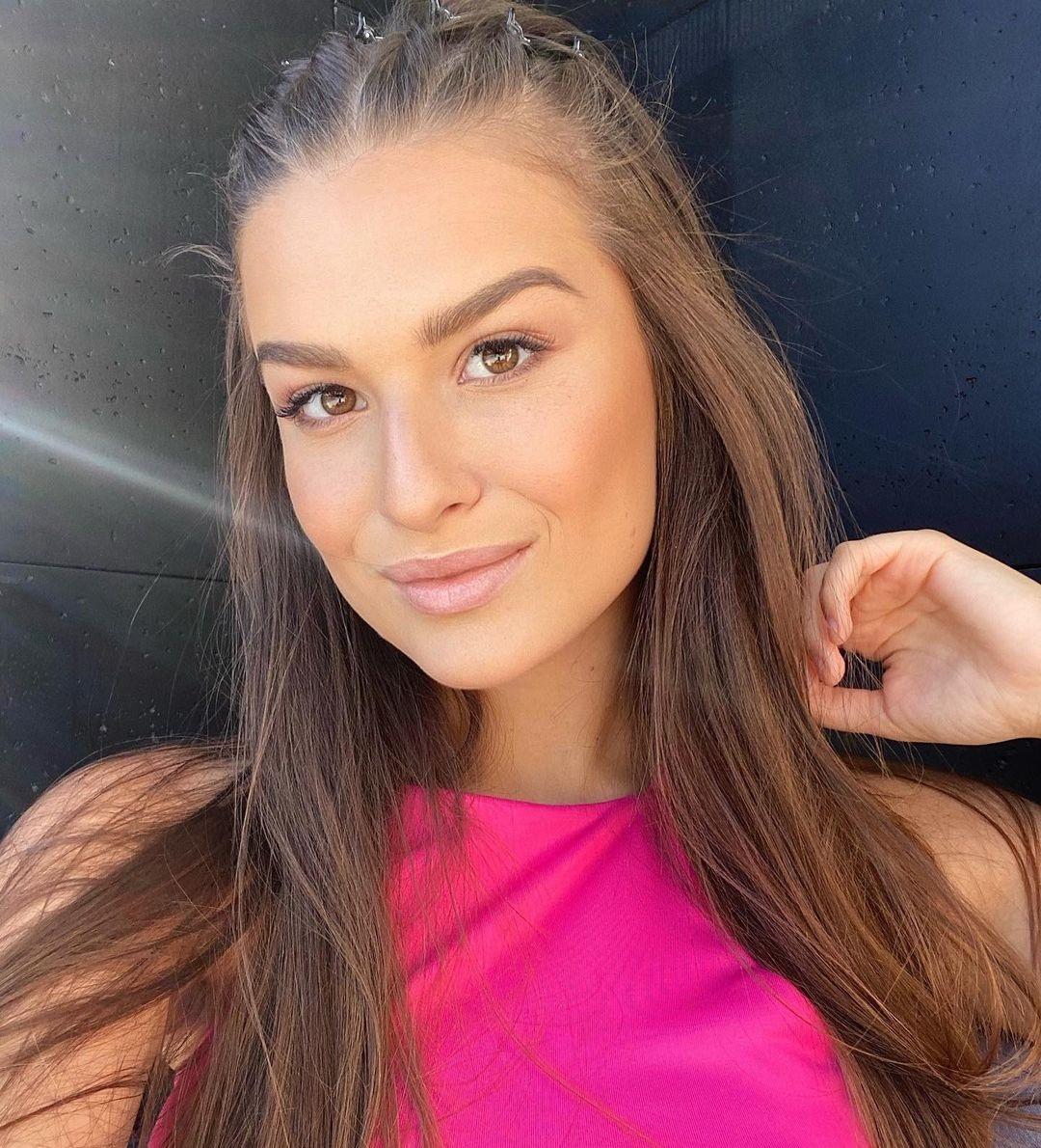 Dominika-Vinsova-Wallpapers-Insta-Fit-Bio-6