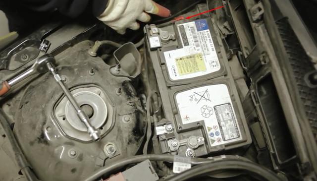 Замена аккумулятора Mercedes E350 (w212)