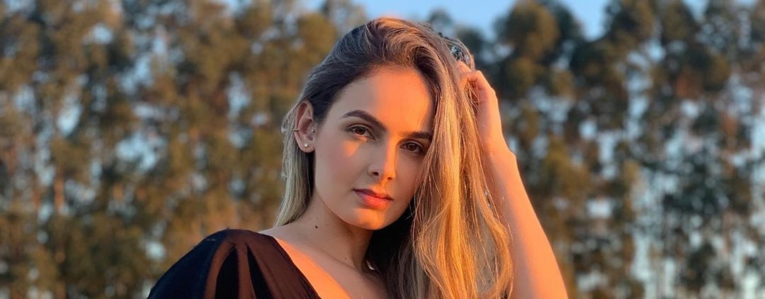 Ana-Jessica-Wallpapers-Insta-Fit-Bio-4