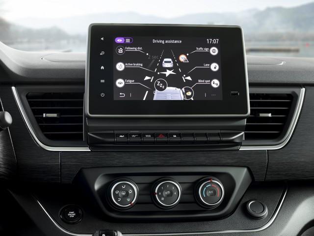 Le Nissan NV300 Combi Fait Peau Neuve New-NV300-Combi-Infotainement-1-source-1