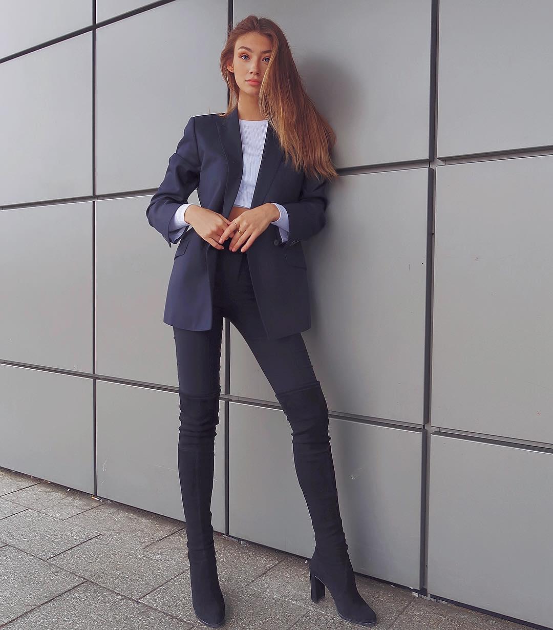 Lorena-Rae-Wallpapers-Insta-FIt-BIo-3