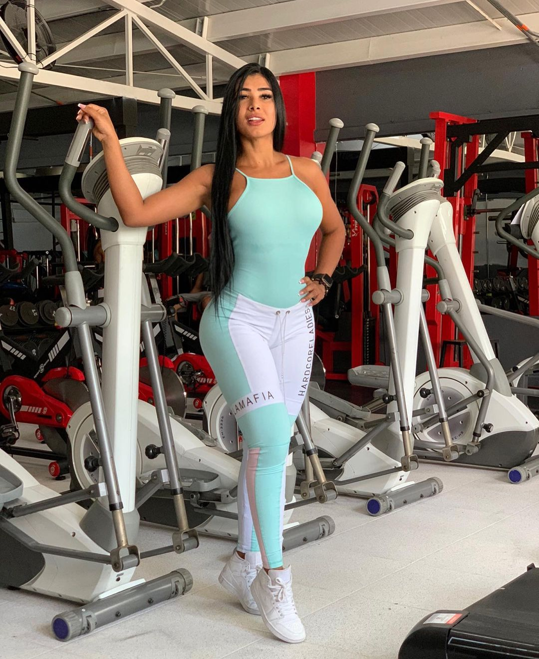 Aleja-Gomez-Wallpapers-Insta-Fit-Bio-3