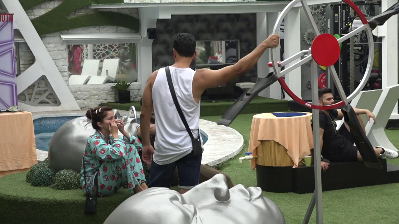 Bigg Boss Season 14 Episode 2 Screen Shot 1
