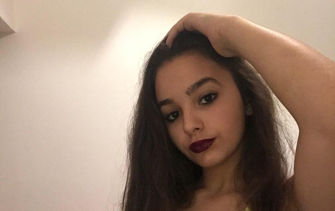 Camila-Nerea-Gonzalez-Wallpapers-Insta-Fit-Bio-15