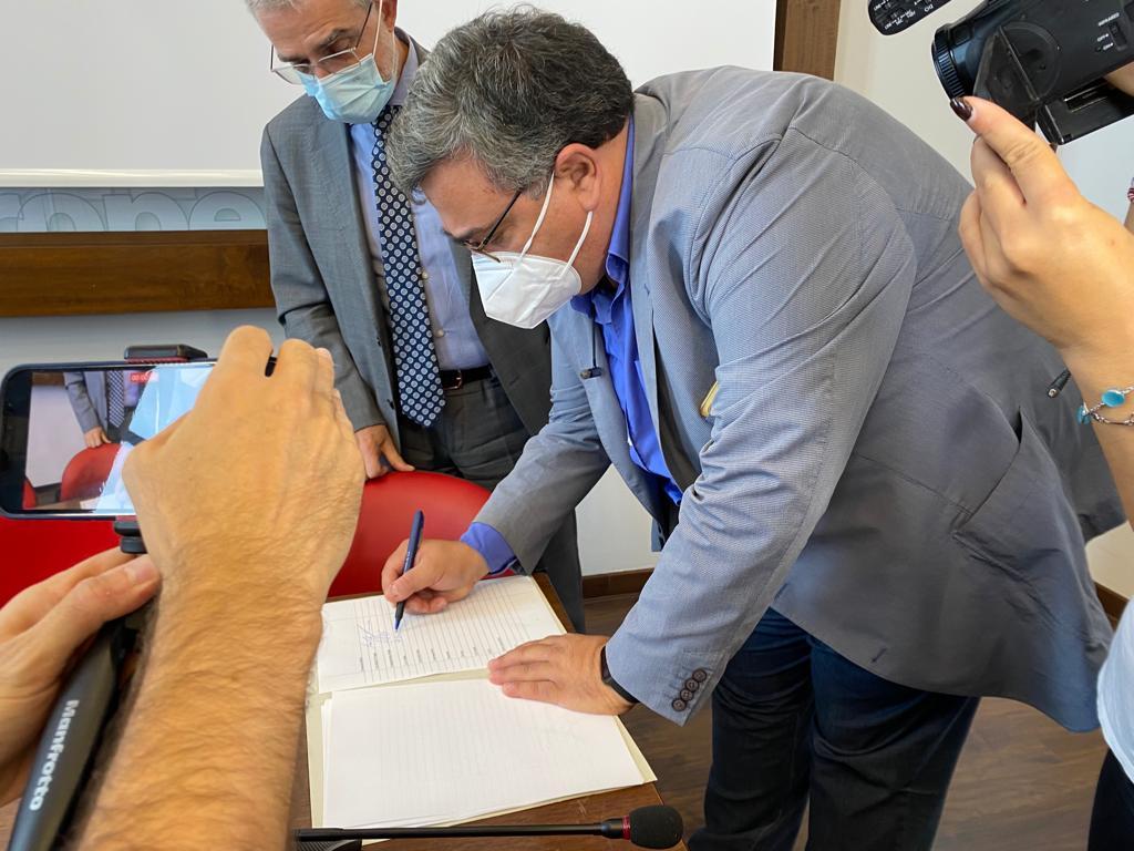 Giannicola-D-Amico-4-firma-l-Accordo-di-programma-sui-rifiuti-agricoli
