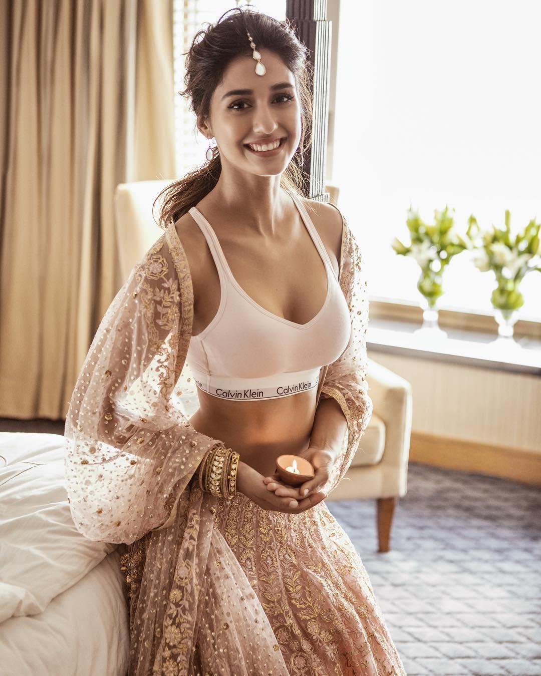 [Image: Disha-Patani-Hot-Girl-Mix-Match-Out-of-t...e-Wear.jpg]