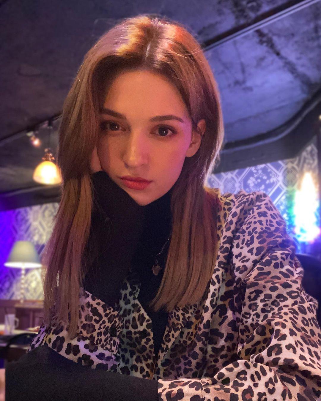 Anastasia-Jung-Wallpapers-Insta-Fit-Bio-3