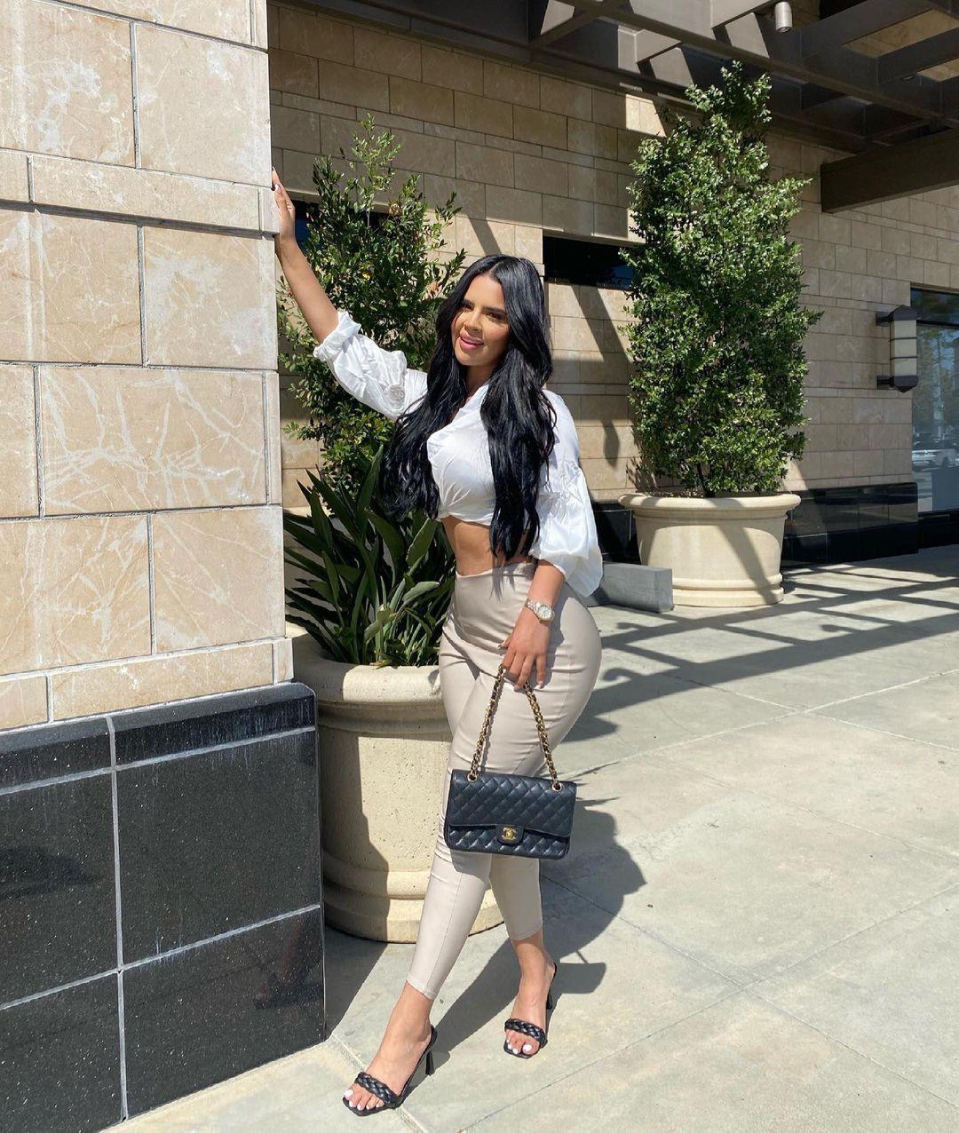 Nicole-Cruz-Wallpapers-Insta-Fit-Bio-9