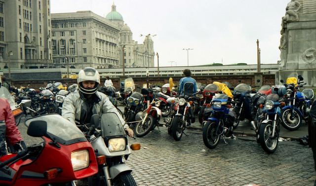 [Image: 1984-Liverpool-docks-Bikes-queuing-for-I...erry-2.jpg]