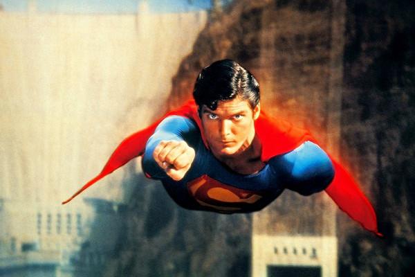 superman-o-filme-plano-critico-600x400
