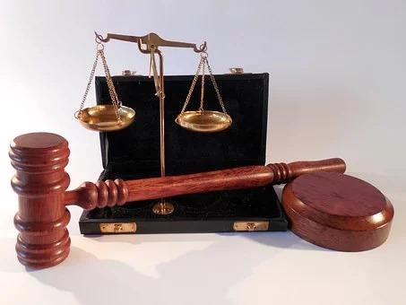 Potrzebowała porady zaufanych prawników