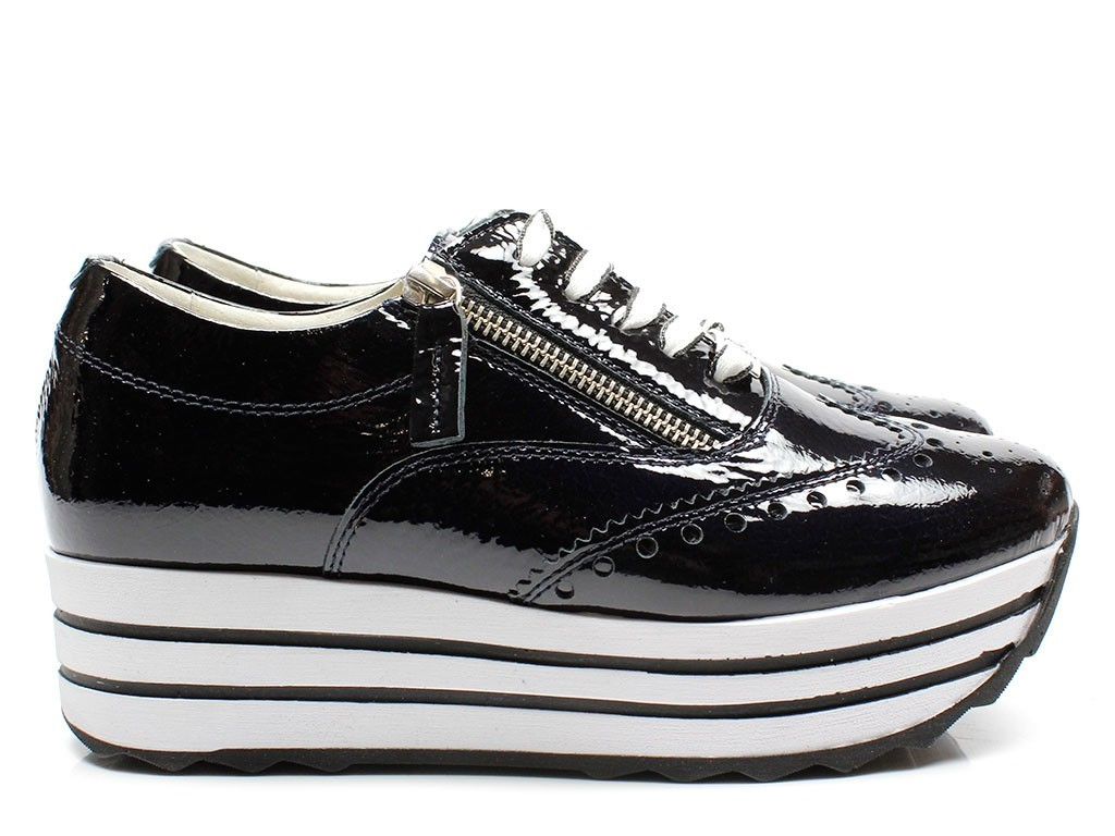 sneakers hitam polos