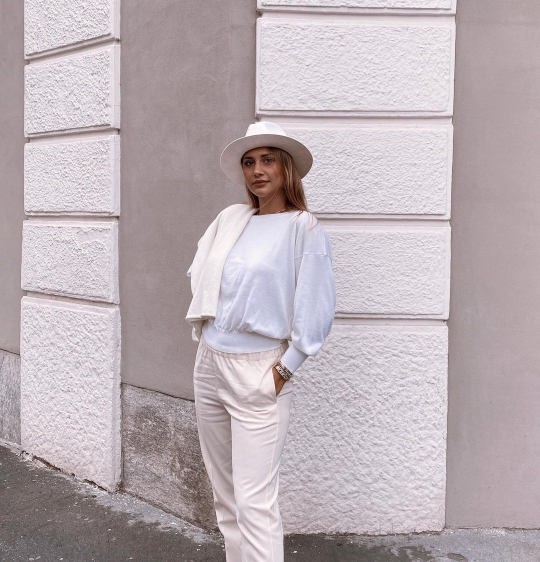 Beatrice-Valli-Wallpapers-Insta-Fit-Bio-5