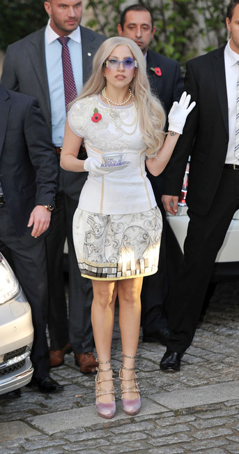 lady-gaga-and-aquilanorimondi-spring-201