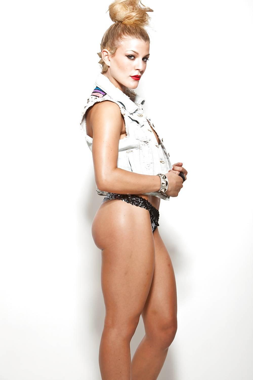 Voyeur-Flash-com-Janelle-Ginestra-nude-1