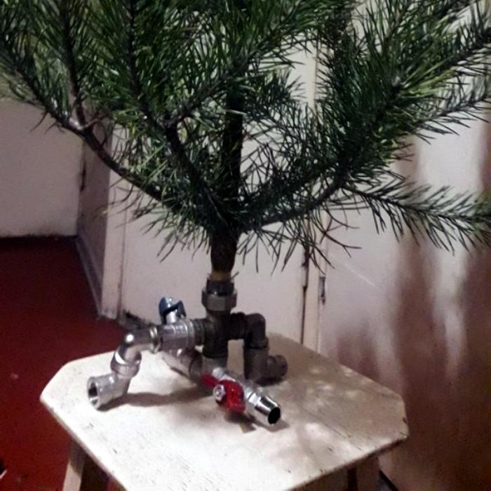 Креативная подставка для елки.   Фото: Всяко.нет.