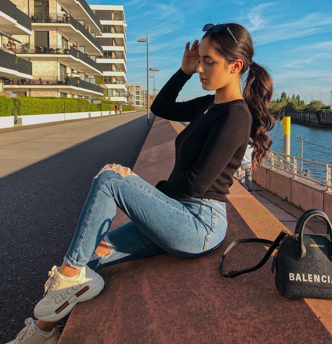 Melike-Od-Wallpapers-Insta-Fit-Bio-Melike-Odabasi-Wallpapers-Insta-Fit-Bio-4