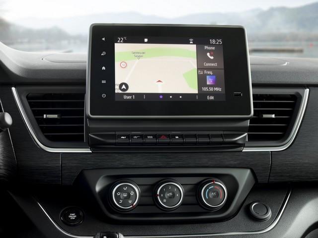 Le Nissan NV300 Combi Fait Peau Neuve New-NV300-Combi-Infotainement-2-1200x900