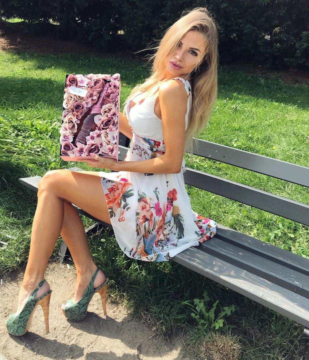 Dajana-Kramarczyk-Wallpapers-Insta-Fit-Bio-2