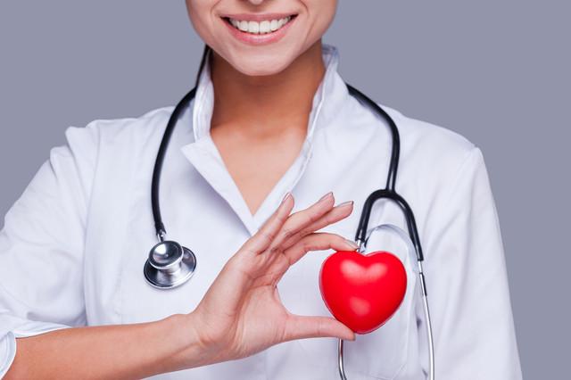 cardiologue-coeur-en-or