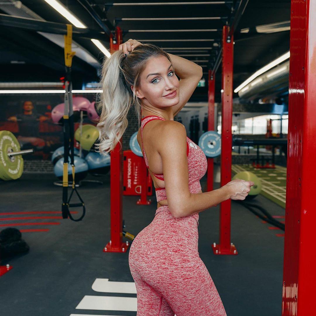Julia-Baessler-Wallpapers-Insta-Fit-Bio-12