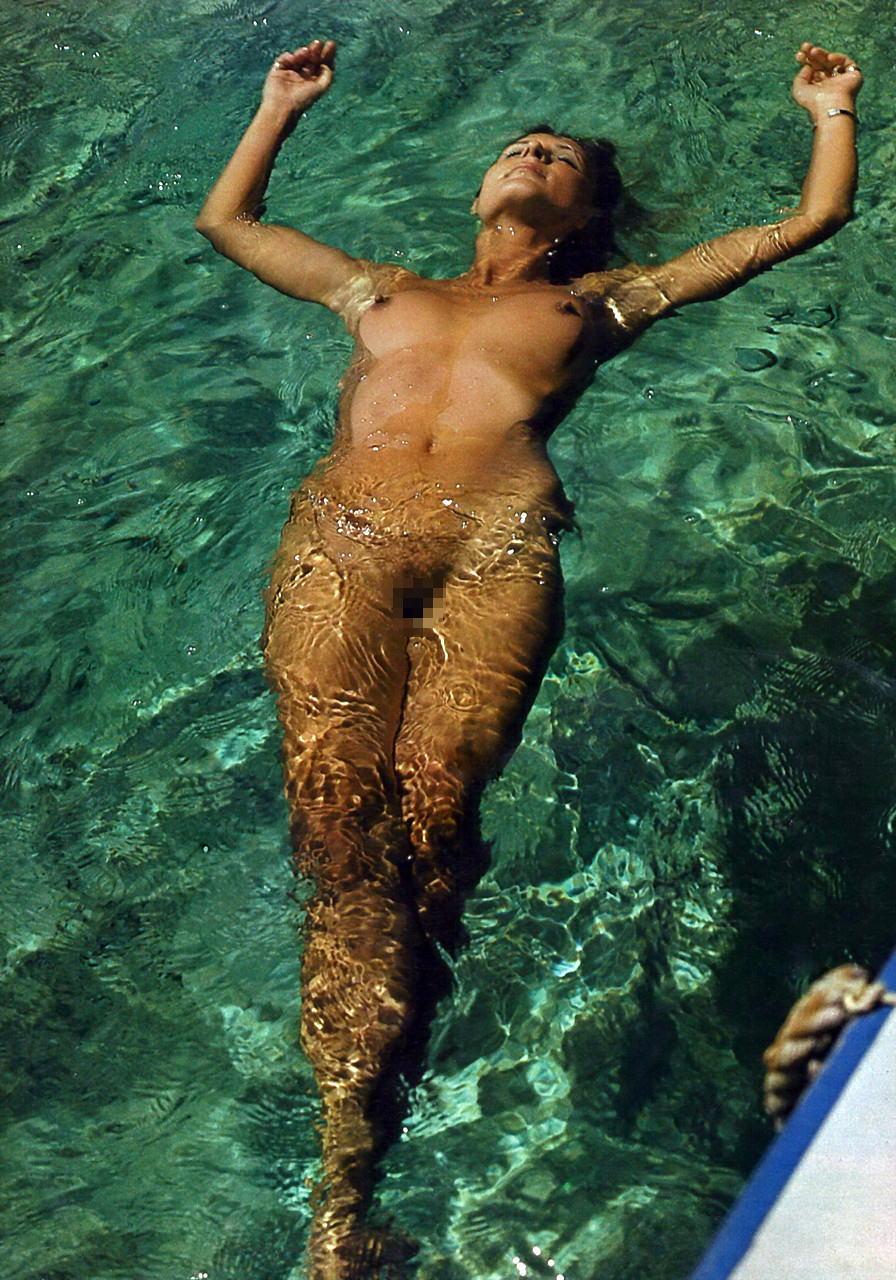 欧美女性天体游泳套图