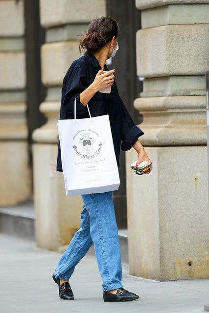 Katie-Holmes-was-spotted-shopping-in-New-York-City-Pictured-Katie-Holmes-Ref-SPL5205915-080121-NON-E