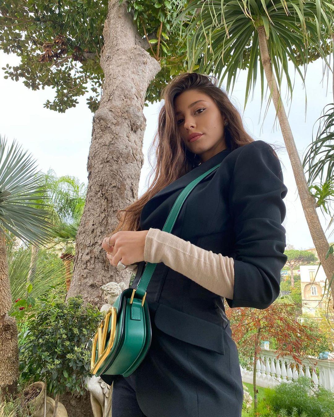 Angela-Nasti-Wallpapers-Insta-Fit-Bio-9
