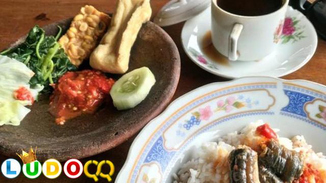 Masakan Belut Tangkapan Dari Sungai Dibanding Budidaya