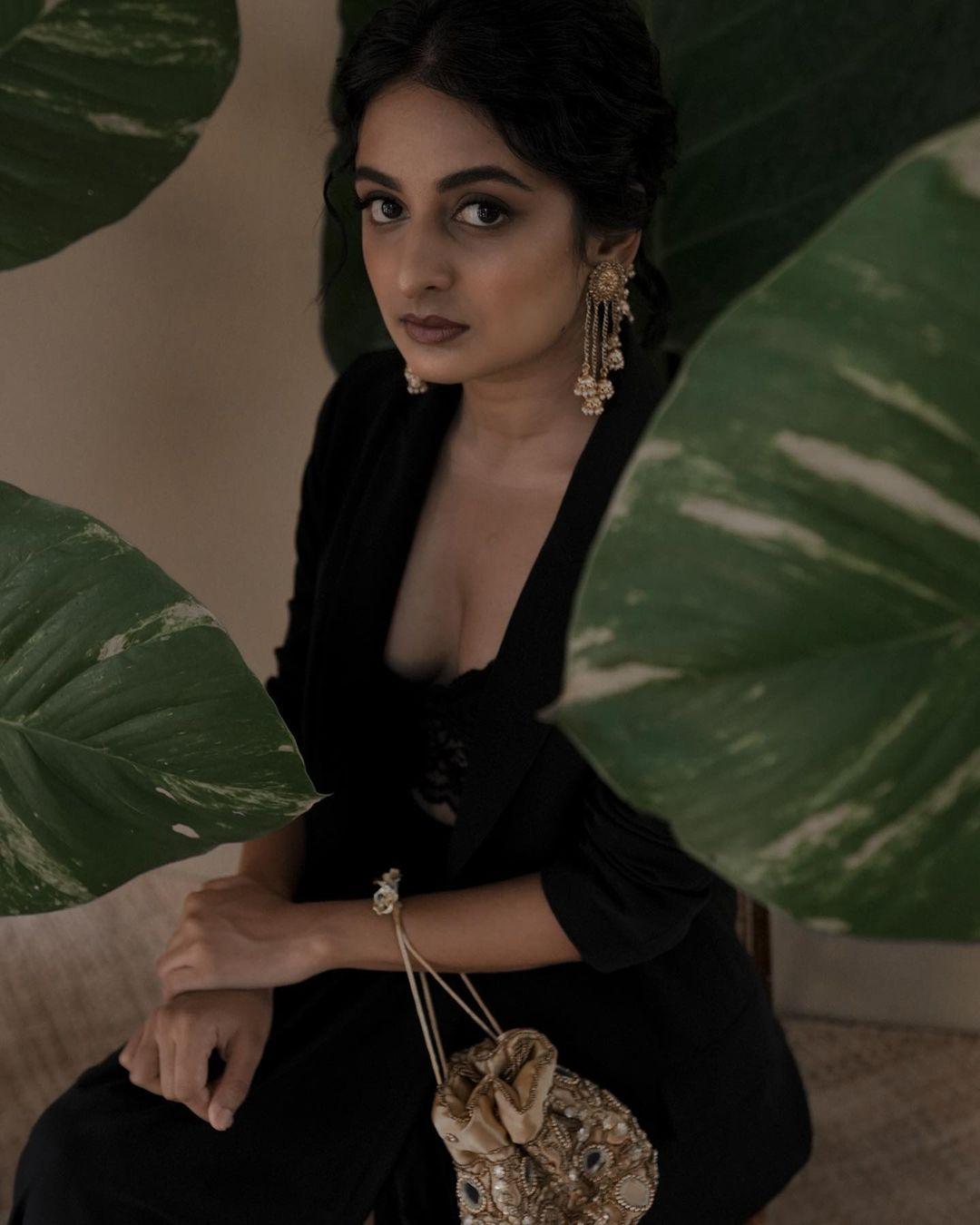 Esther-Anil-Sexy-Photoshoot-4