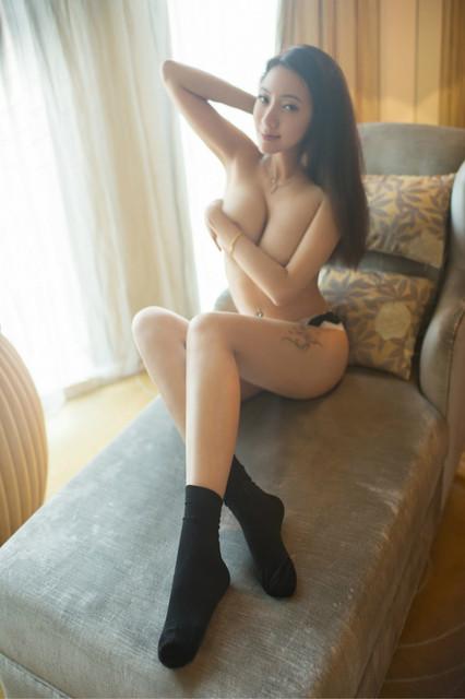 Foto Bugil Model Cantik Berbikini Sesi Pemotretan