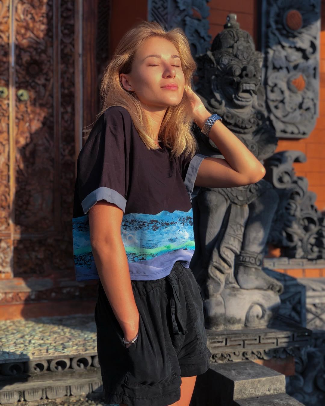 Daria-lytvyn-Wallpapers-Insta-Fit-Bio-4