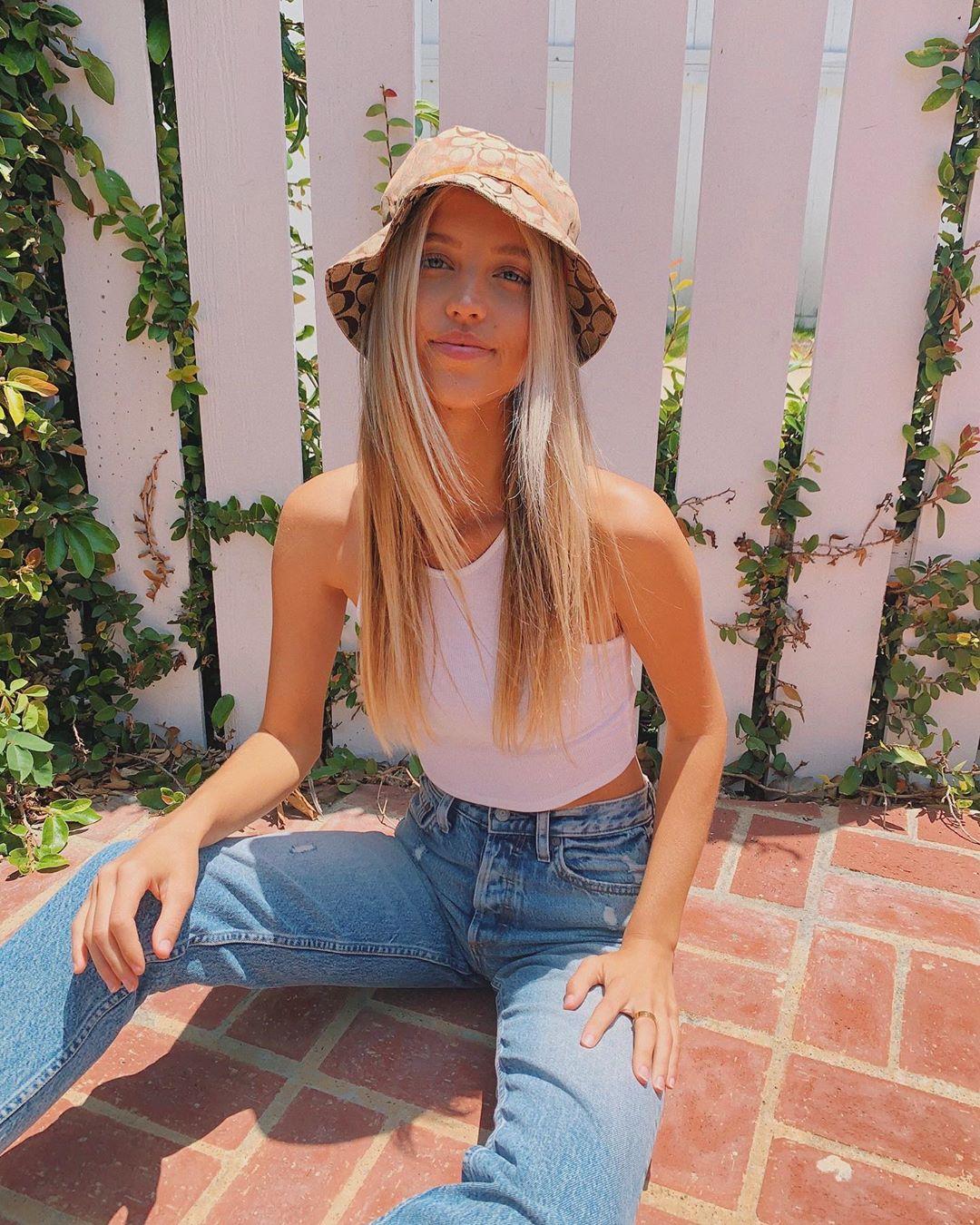 Kaitlynn-Bell-Wallpapers-Insta-Biography-8