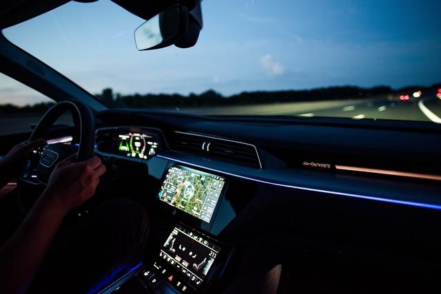 Assistant intelligent pour la conduite électrique: le calculateur d' itinéraire Audi e-tron A1910838-medium