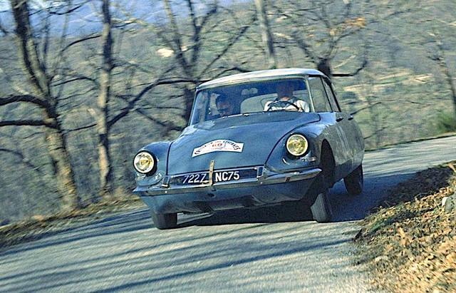 1963-Rallye-des-C-vennes-G-Verrier-J-Barhr-DS-19