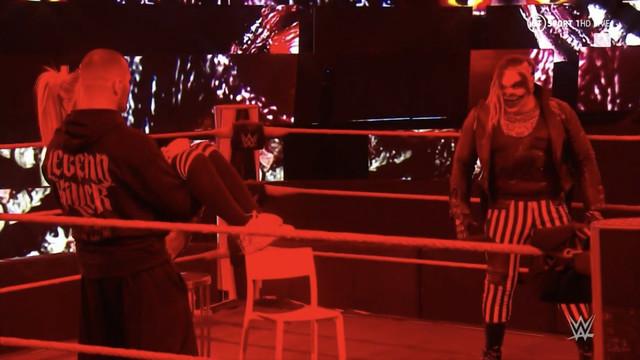 The Fiend pide a Randy Orton regresar a Alexa Bliss