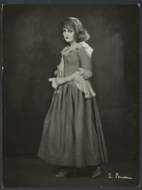 Manon-Lescaut-1926-film-images-5b28de2c-3588-42f7-a19c-07a10f72a42