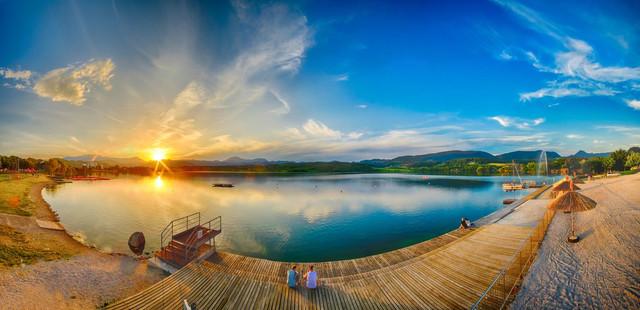 Kav nik aleksander jezero pla a son ni zahod