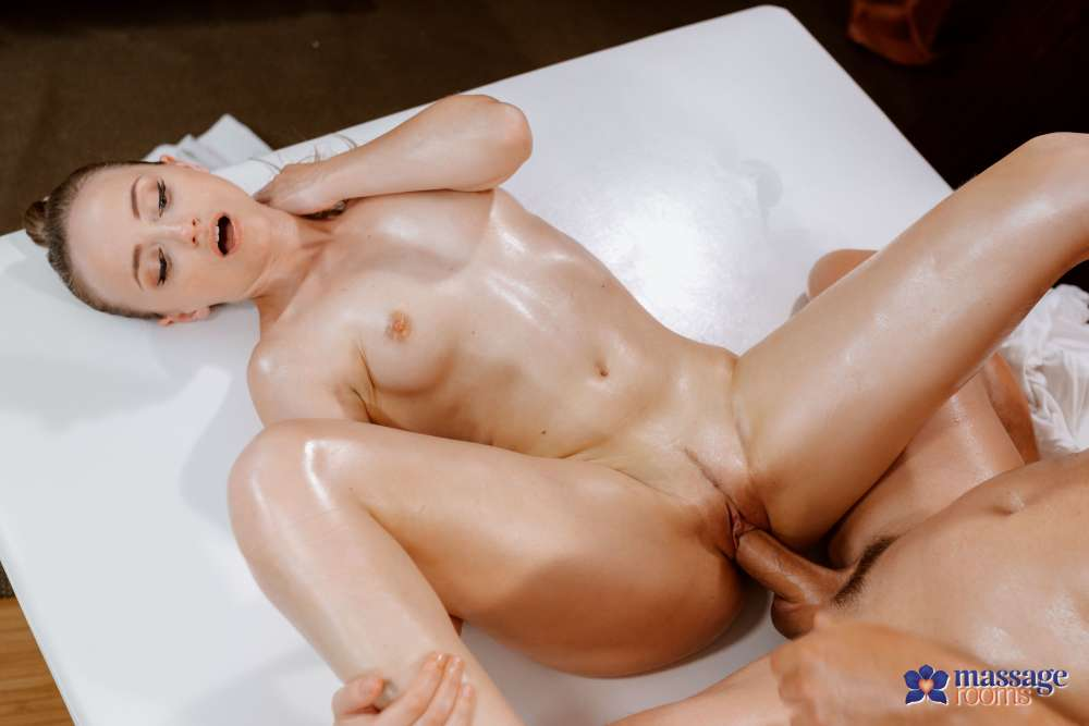 Lady Bug, Tommy Woods – Petite Nymph Draining Big Cock Dry – Massage Rooms – SexyHub