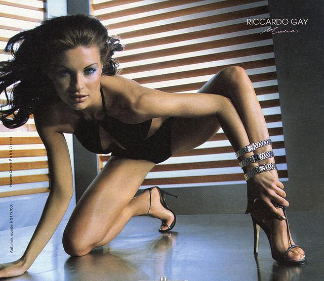 Martina-Colombari-Feet-534816