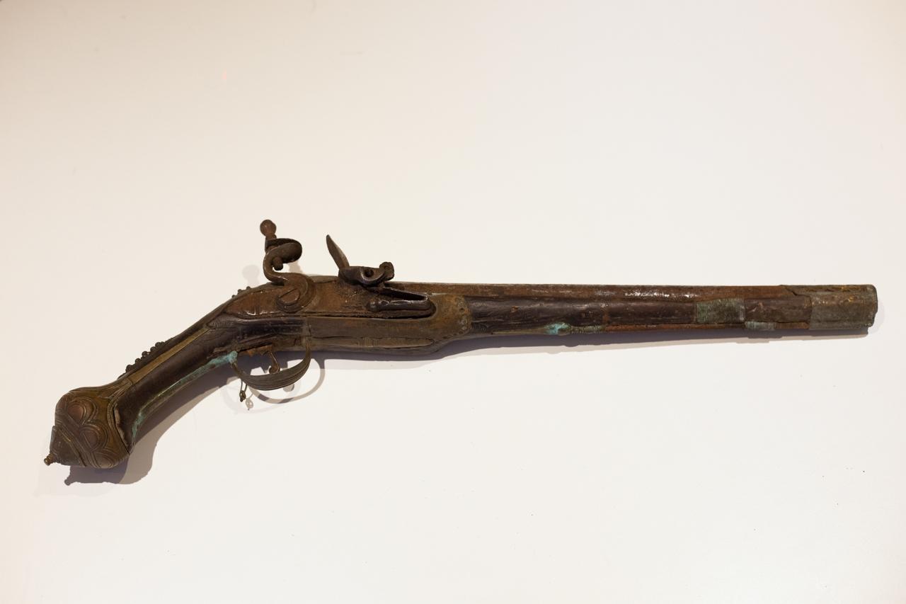 Une idée ? Ancien pistolet silex IMG-8576-Modifier