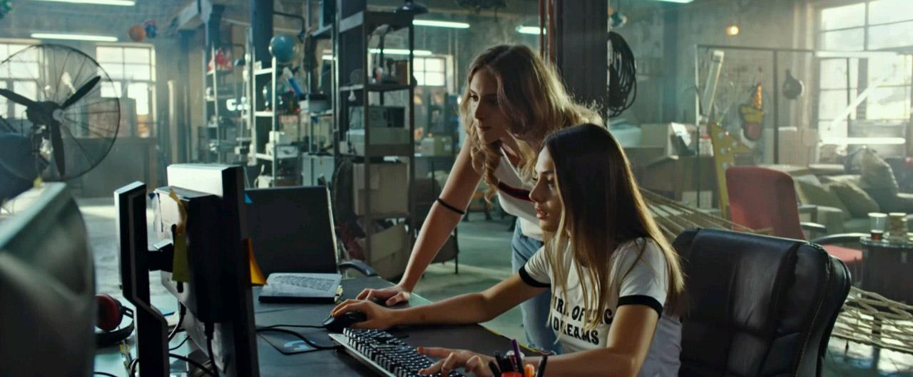 Özgür Dünya | 2019 | Yerli Film | WEB-DL | XviD | Sansürsüz | m720p - m1080p | WEB-DL | Tek Link