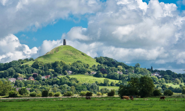 Tolkien in General - Page 33 Glastonbury-Tor-View-of-an-iconic-landmark-geograph-5500644