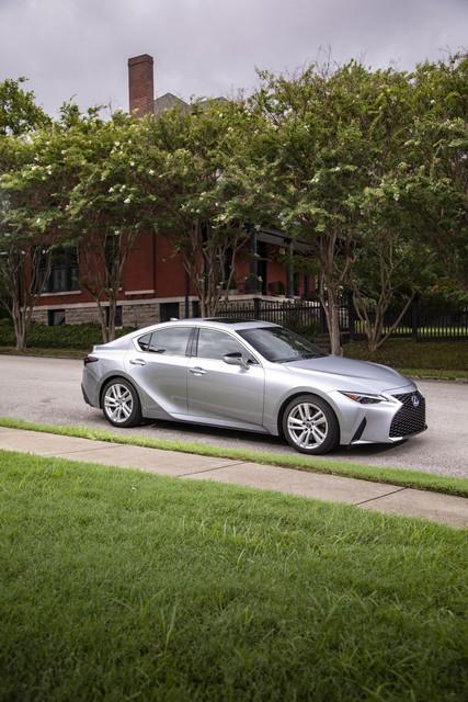2021-Lexus-IS-300-h-Iridium-Rioja-Red02