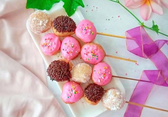 Sate Donat Loukoumades coklat dan strawbery