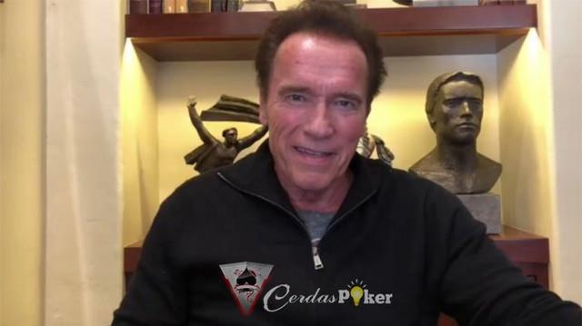 Penendang Malah Terjengkang Saat Nendang Arnold Schwarzenegger
