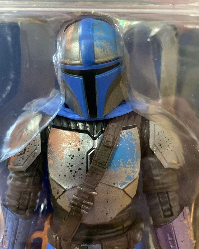 Black-Series-The-Mandalorian-Credit-Collection-In-Hand-Carded-4.jpg