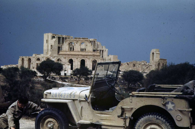 Sightseeing in Tunisia 1943 (Jeep + fig Reedoak 1/35) 18595326-1924095561169764-2820150084703500525-o